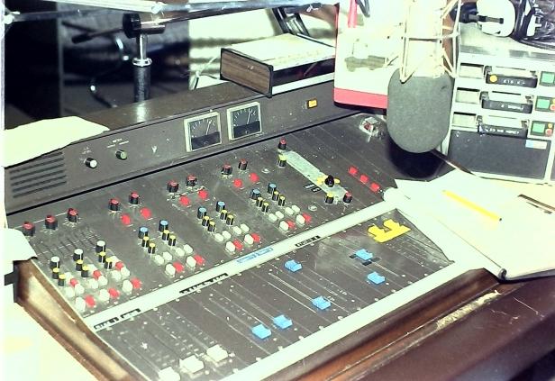 On air desk - Energy 103