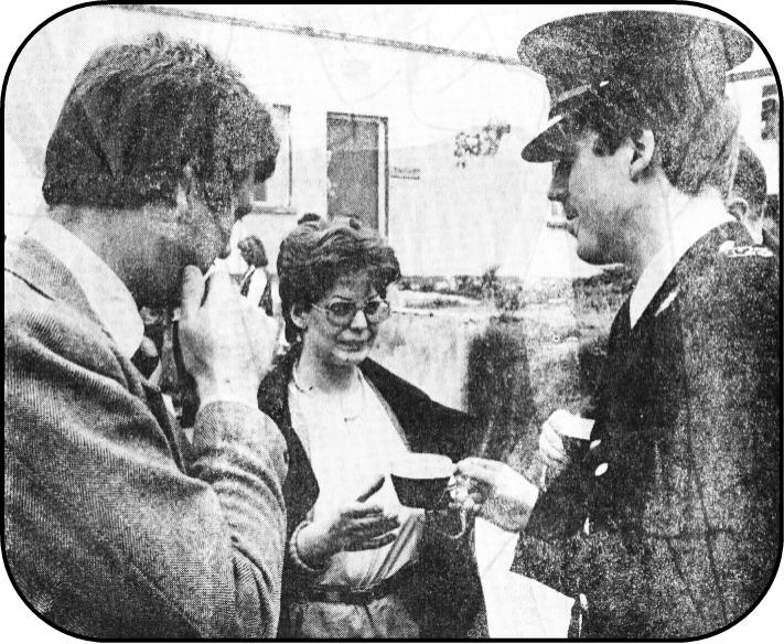 Cathy Cregan offers tea to Gardaí as  Sunshine Radio is raided