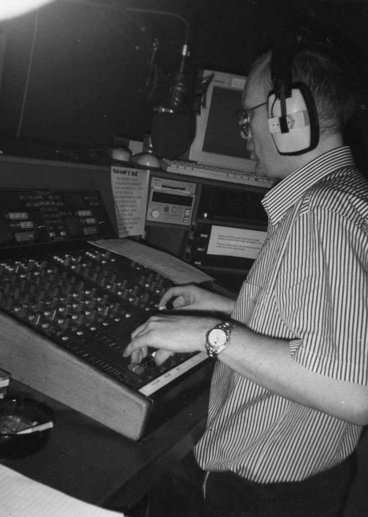 From February 17th 1999 this is Adrian Jay on the Dublin youth pirate Pulse FM recorded off 103.2MHz from 10am.