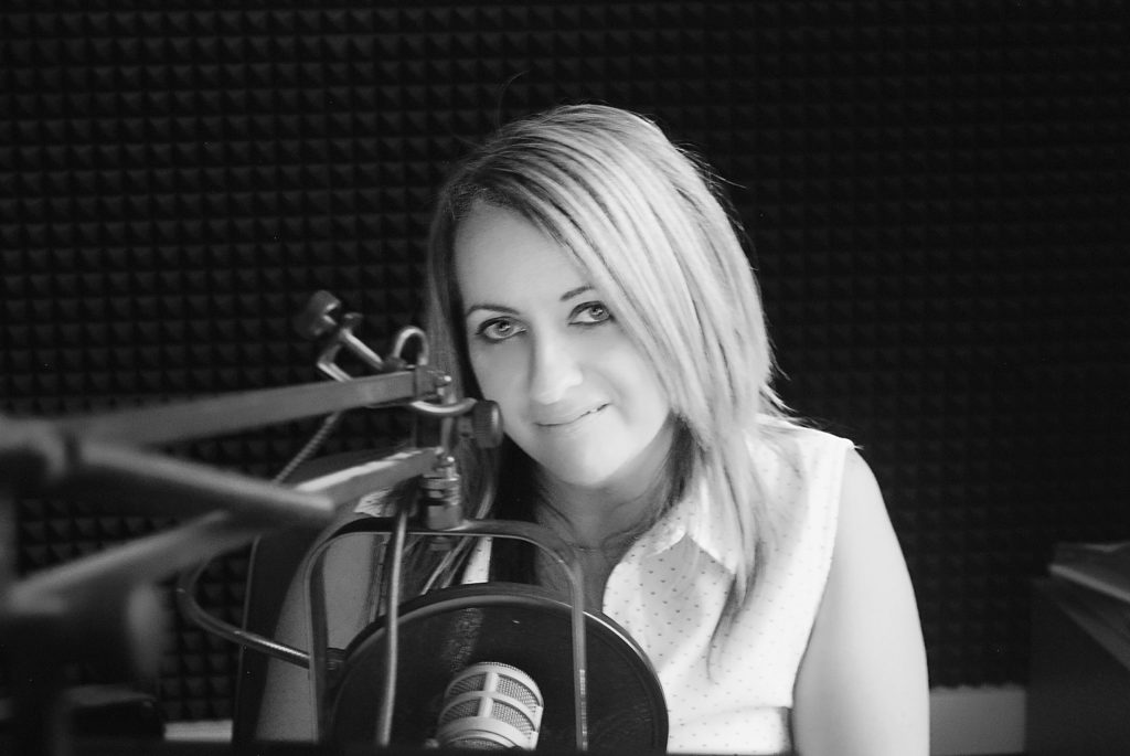 This is a recording of Tracey Lee from when she was 'the new chick' at Today FM. This is her debut on the Friday night show 'Nothing But 90s' from July 2005. You can listen to it either as it was broadcast or with the music stripped out.