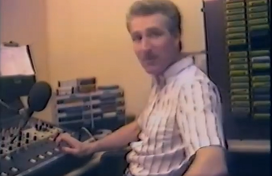 This is Lawrence John on the overnight shift for Radio Nova recorded on February 25th 1984. The recording starts at 3am.