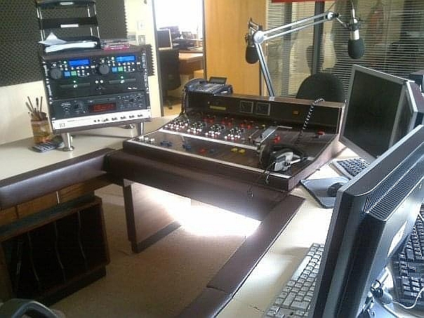 This is the final hour from the second temporary licence run for Choice FM, an easy listening station operated by Kevin Branigan and broadcasting to four cities across Ireland. Recorded in Dublin this is Kevin himself wrapping things up and looking to the future.