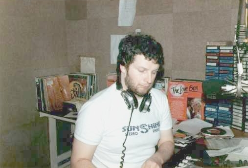 From August 6th 1983 this is a recording of John Lewis on South Coast Radio, the Cork pirate station.  We join the show from the start at the end of the 4pm News.