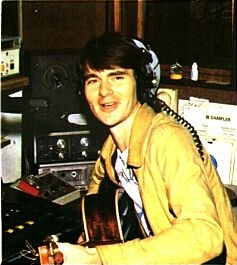 From July 9th 1986 this is Pat Courtenay on Drivetime for Dublin station Sunshine 101FM. The recording starts just as the 5pm News with Justin McKenna is coming to a finish and you have a choice to listen to the broadcast either as it aired or with the music stripped out.