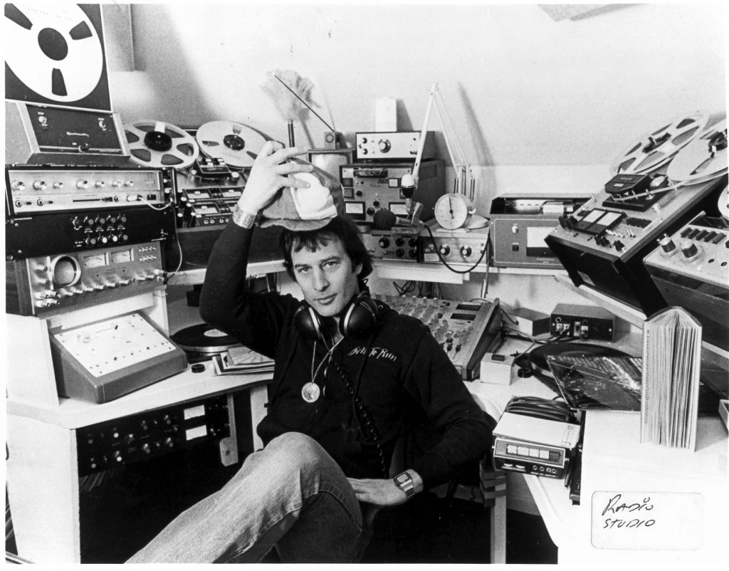 This recording is from Radio Nova, the Dublin superpirate, and features Emperor Rosko's programme from November 7th 1984. We join him at 6.20pm. Following Rosko we hear from Bernie Jameson and George Long on the 7pm News