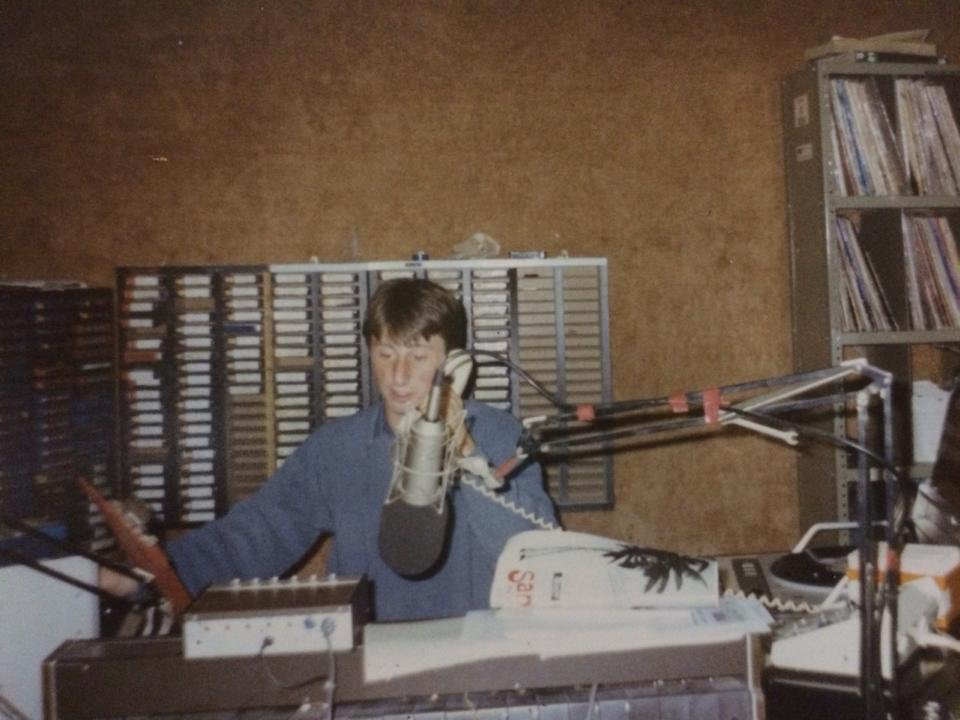 From Saturday morning, February 13th 1988, this is a short recording featuring first Chris Cameron and then Michael Mahon with the 9am News, on the Dublin pirate Energy 103.