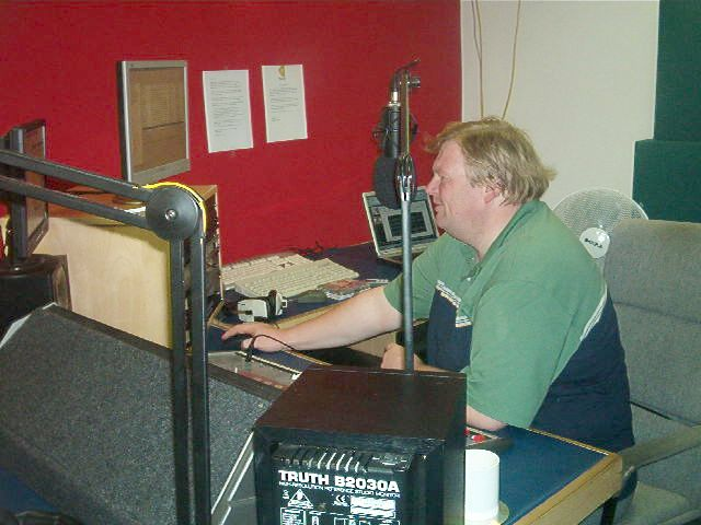 From July 2nd 2006 this is the first day on air for CIMR (Country & Irish Music Radio) broadcasting to Dublin and the north-east of Ireland under a temporary licence. This recording was made off 94.9MHz FM in Dublin. The station was also available on 107.4MHz.