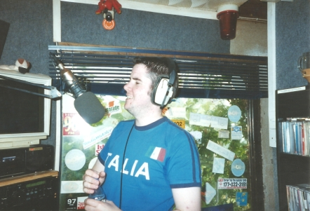 This is Mike O'Brien (right) on the Dublin pirate station Freedom 92FM from the afternoon of April 29th 2002. The recording starts at 4.10pm and is off 92.0MHz.